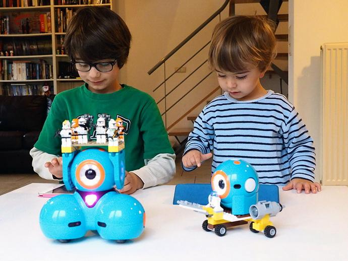 Robot Toys For Kids >> Wonder Workshop Dash Robot toy: review Dash & Dot robots