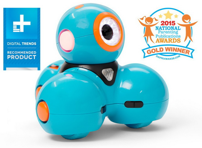 Wonder Workshop Dash Robot reviewing