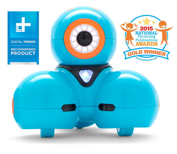 Wonder Workshop Dash Robot reviewing toy