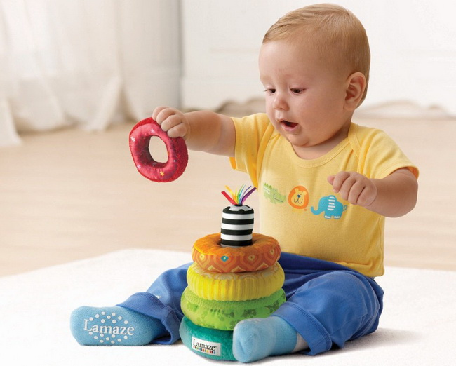 Toys For 8 : Best toys for month old babies selected reviewed
